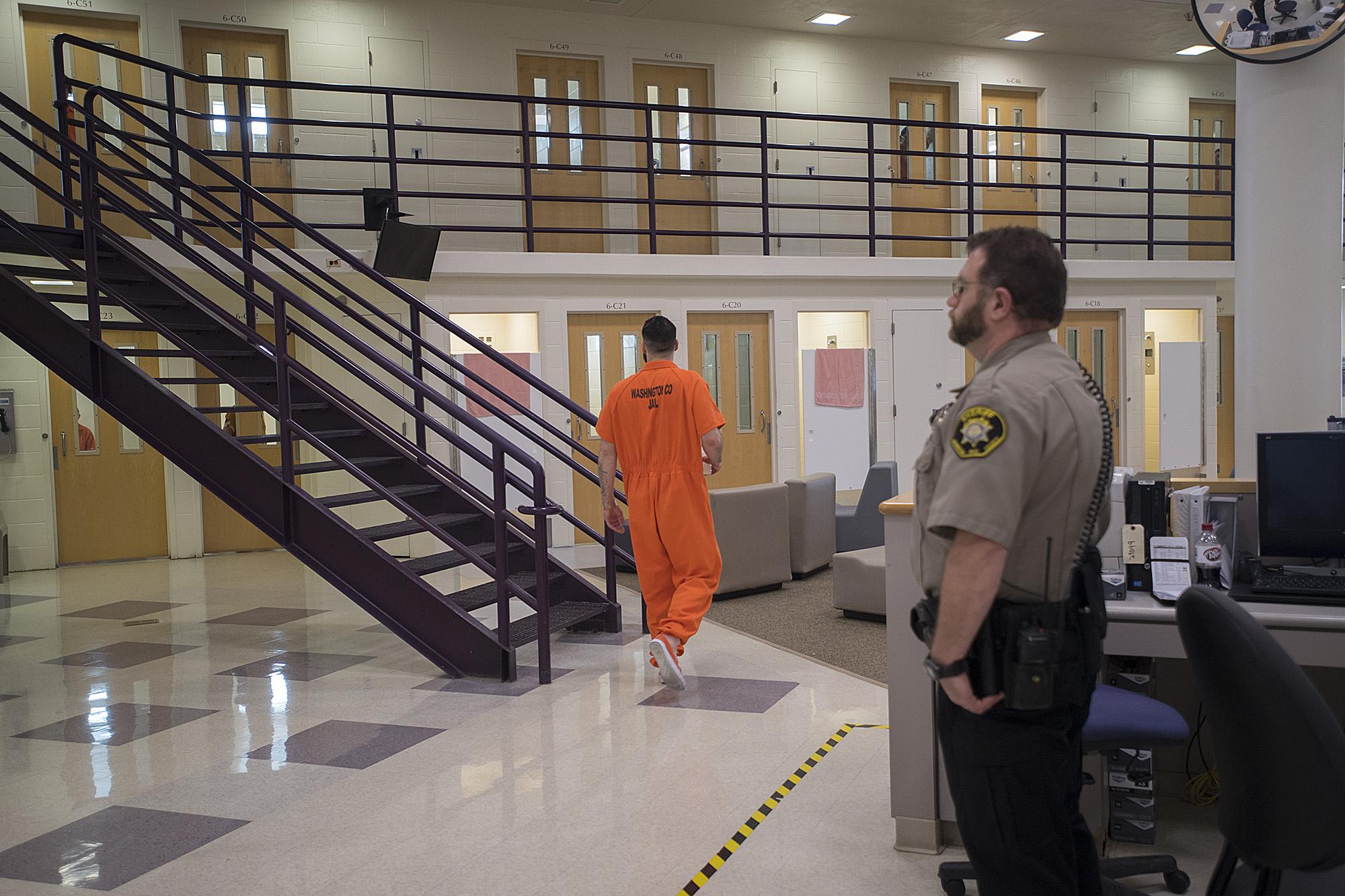 1001430839_jail_tour_folo_08